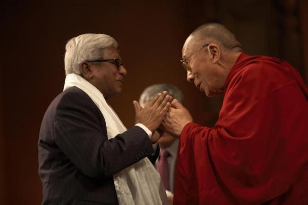 Fazle Hasan Abed with the Dalai Lama (photo by Sarah Murray 2009)