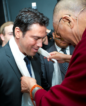 Mario Frangoulis shares a special moment with the Dalai Lama before he takes the stage (photo by Sarah Murray 2009)